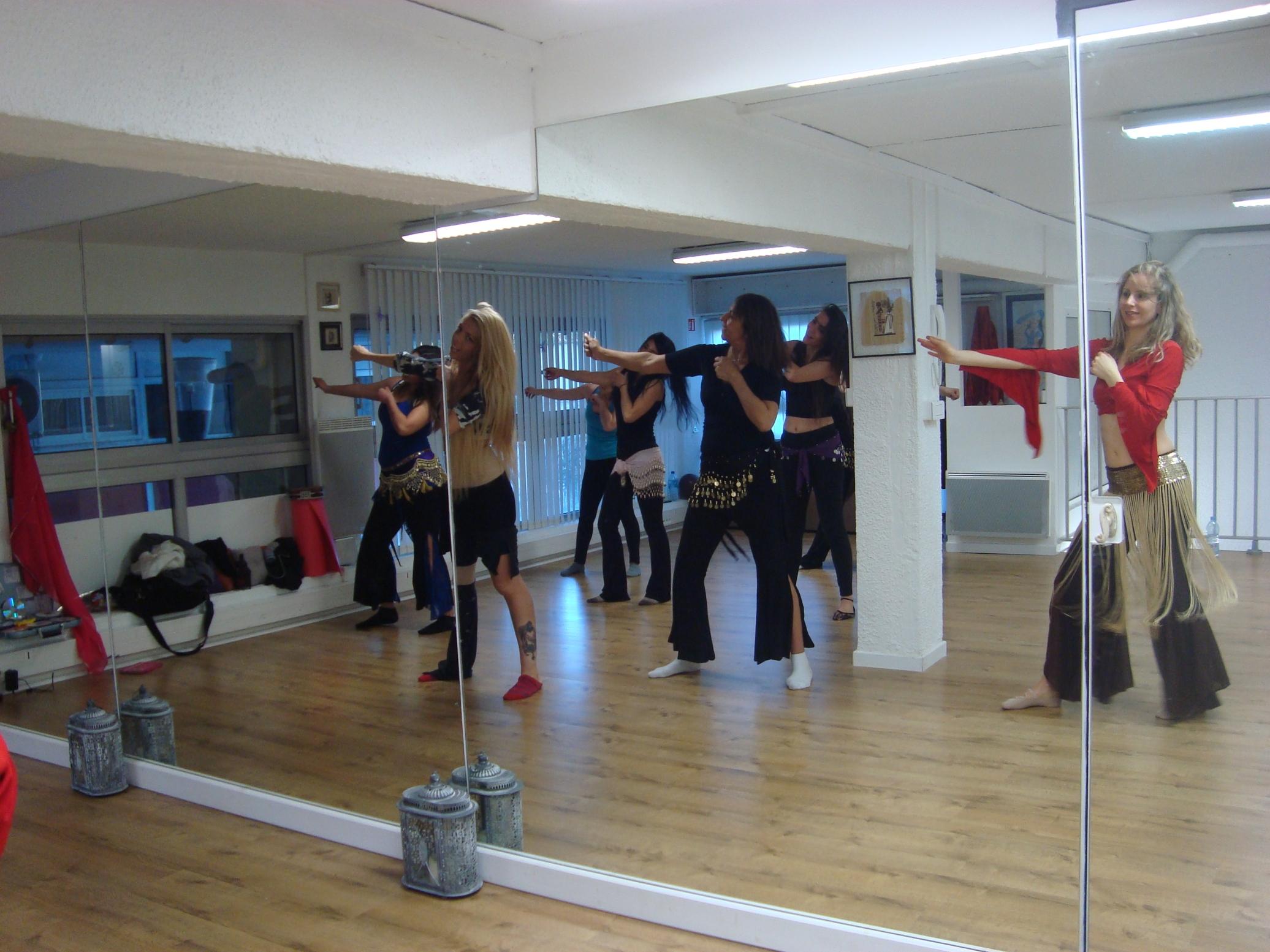 Leonorah saab danse orientale aix en provence cours for Danse de salon marseille
